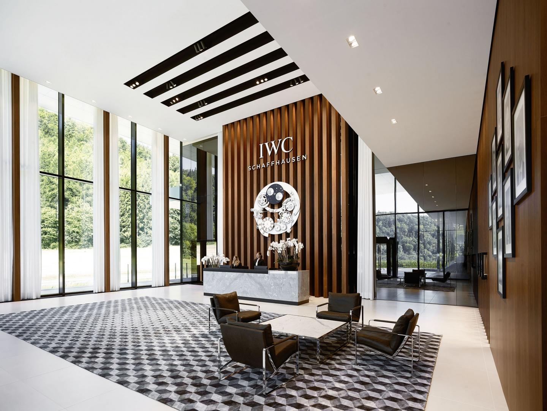 Eingangshalle im hochwertigen Corporate Design der Luxusuhrenmarke IWC.  © Foto: IWC