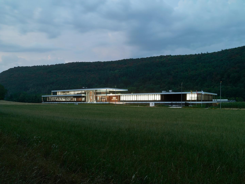 Von ATP Zürich integral geplant: IWC Manufakturzentrum bei Nacht.  © Foto: ATP/Jantscher
