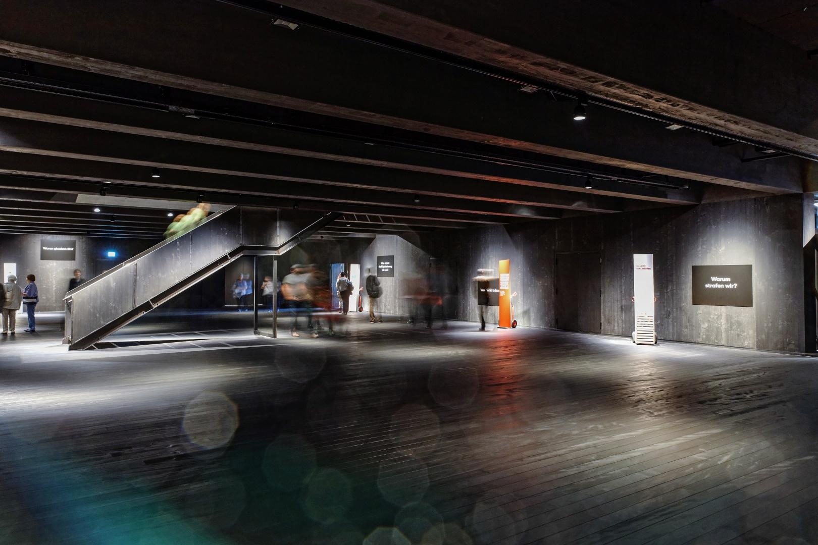 Eine flexibel im Deckenraster anzuordnender Treppenlauf lässt zusätzlich mehrere Varianten für einen zweigeschossigen Ausstellungsparcour mit maximal 1500 Quadratmetern Ausstellungsfläche zu.  © Pressebilder Stapferhaus