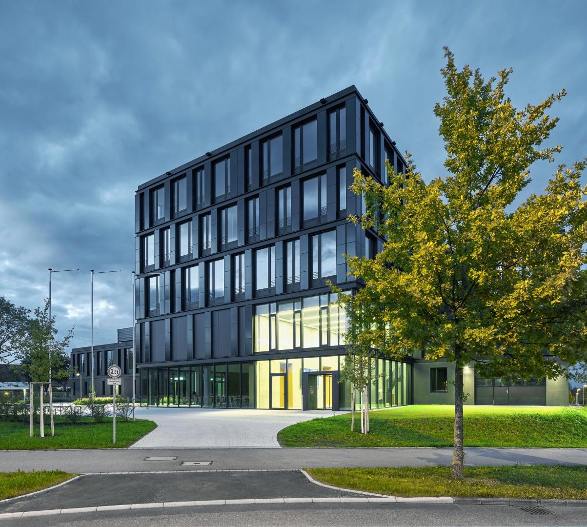 Institutsgebäude für das Zentrum für Sonnenenergie- und Wasserstoff-Forschung Baden-Württemberg (ZSW) , Stuttgart Henning Larsen Architects, München © Jens Willebrand