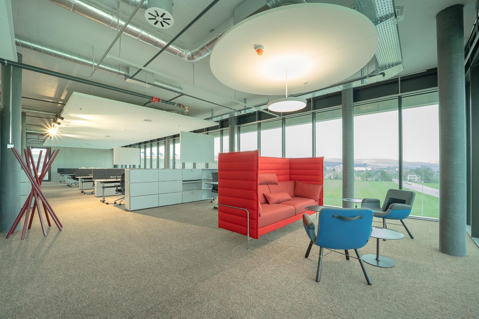 Büro mit Besprechungsecke © Marianne Spichiger