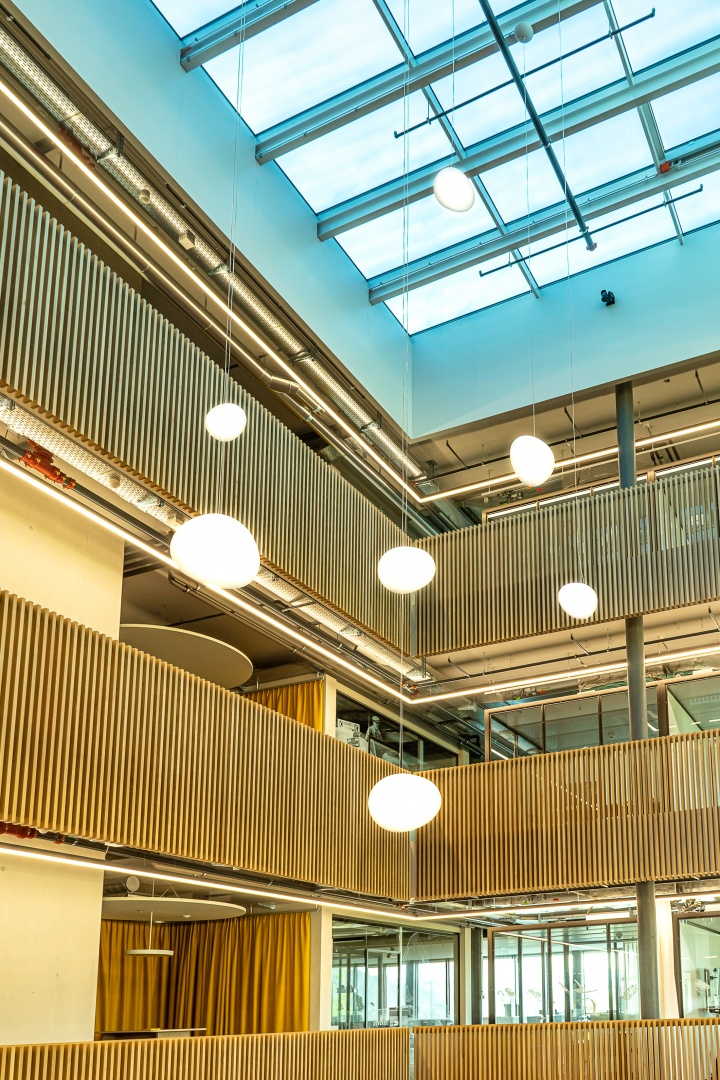 Lichthof Bürogebäude © Marianne Spichiger