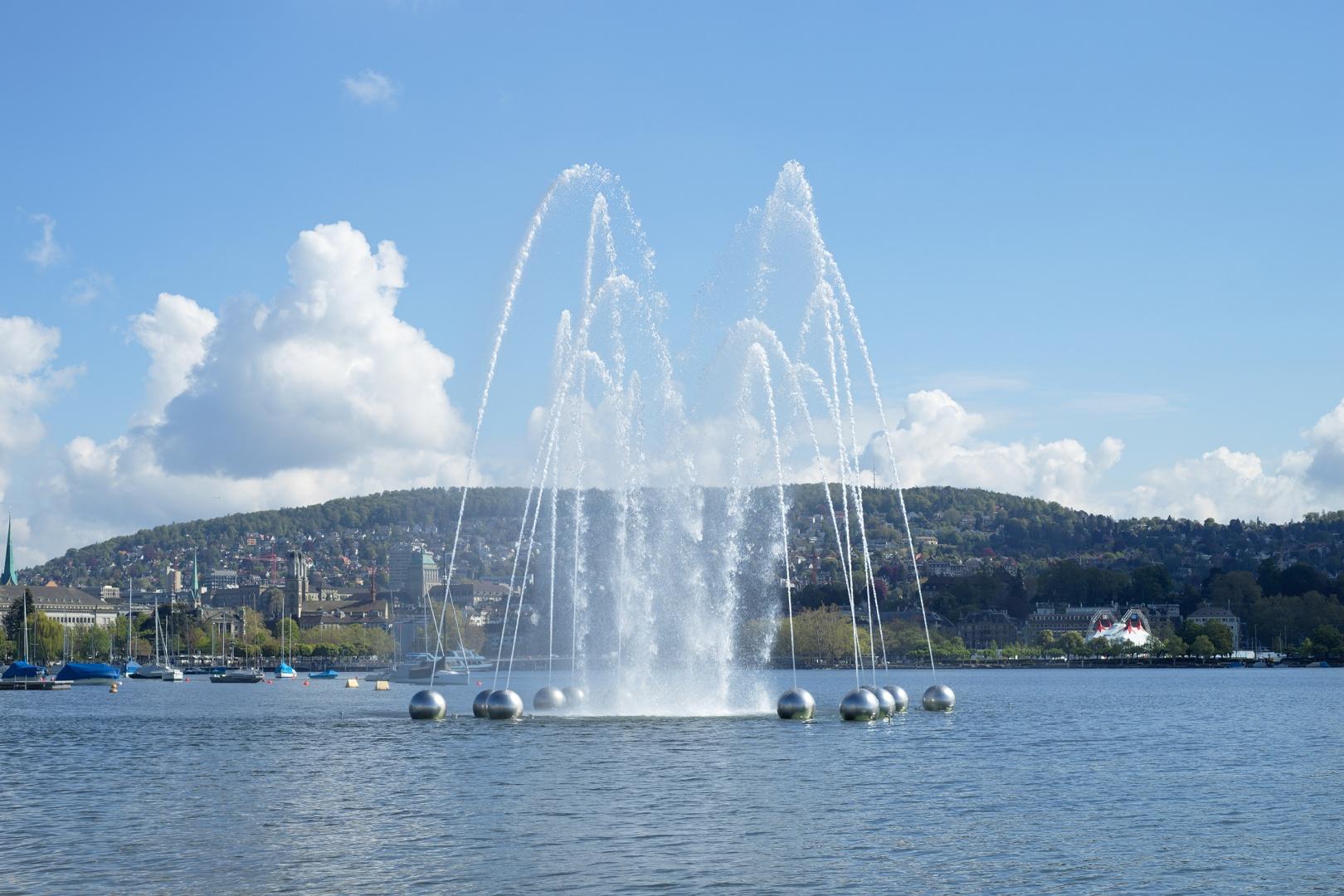 Wasserspiel Aquaretum mit Blick auf Stadt © Gian Paul Lozza