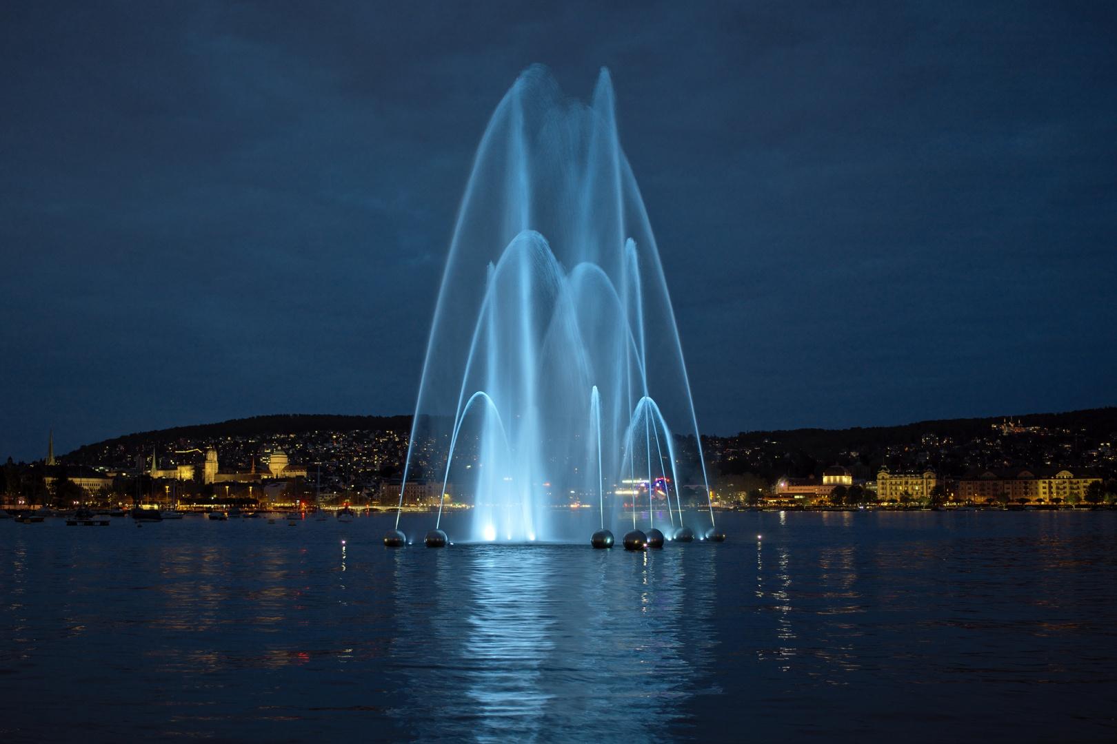 Wasserspiel Aquaretum bei Nacht © Gian Paul Lozza