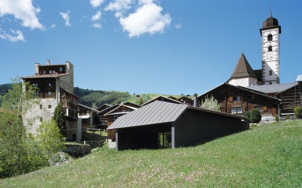 Das Haus fügt sich in das Dorfbild ein © Ruedi Walti, Basel