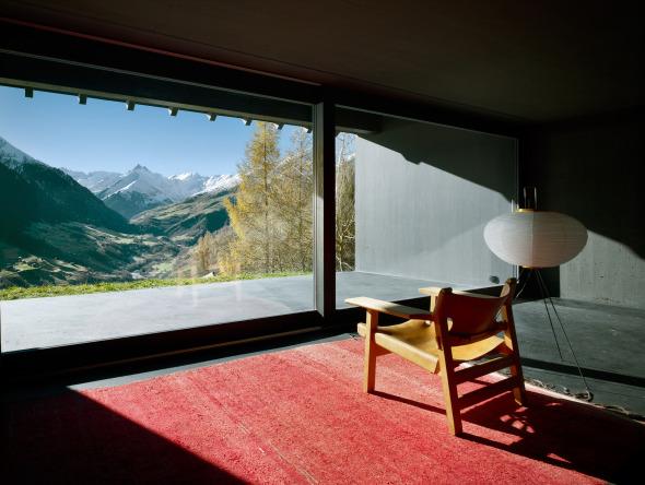 Der kontemplatione Ausblick von der Loggia ist ins Tal ausgerichtet © Ruedi Walti, Basel
