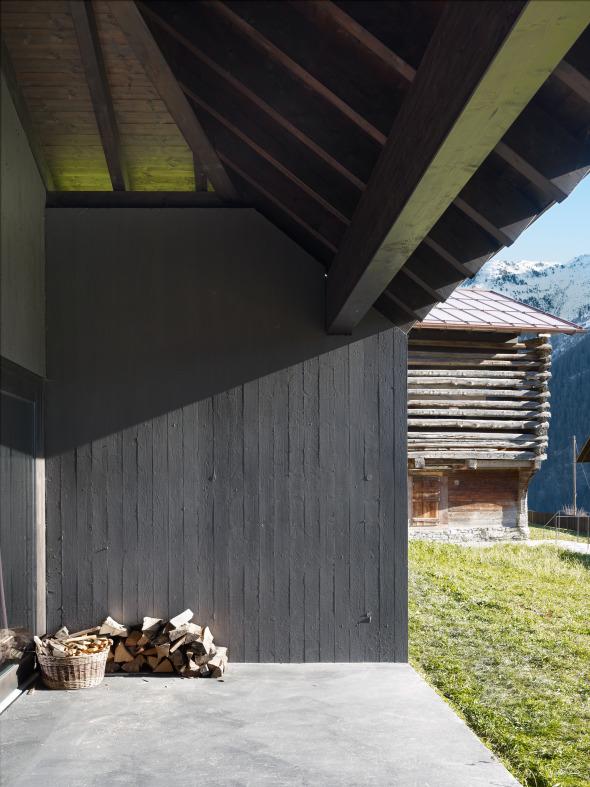 Schalungsstruktur erinnert an Holzbauten © Ruedi Walti, Basel