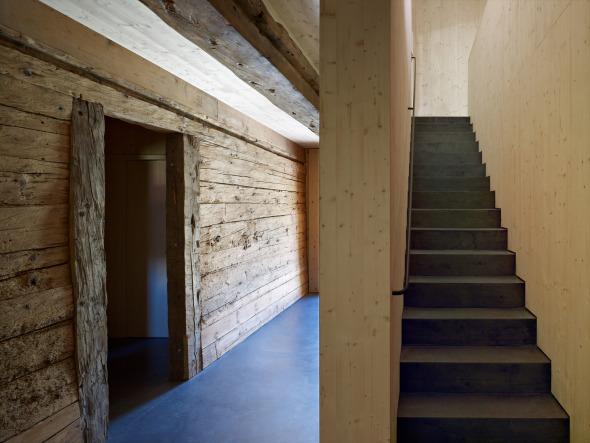Eingangsbereich mit Treppe ins Obergeschoss. © Ruedi Walti, Basel