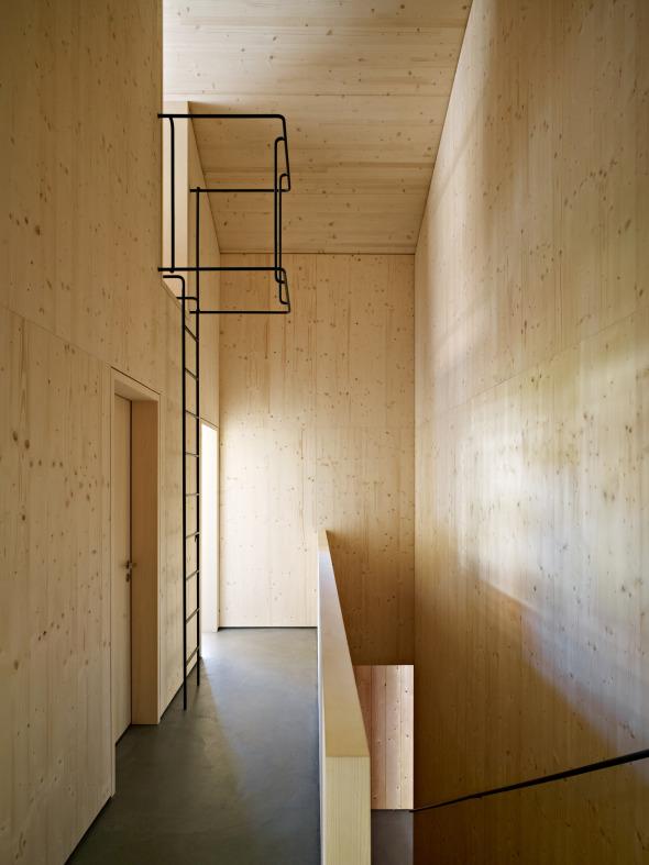 Zugang zum Bettenlager erfolgt über Leiter aus Rundstahl.  © Ruedi Walti, Basel