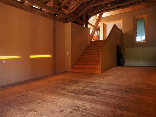 Eingangsbereich zu den Dachwohnungen in der Einfahrt © BST