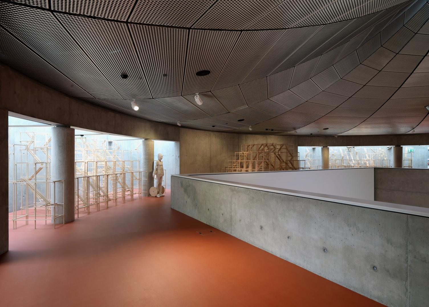 Sur les quatre niveaux principaux des espaces  pour environ 2000 mètres carrés se prêtent  à plusieurs utilisations pour des événements simultanés ou indépendants. © Enrico Cano