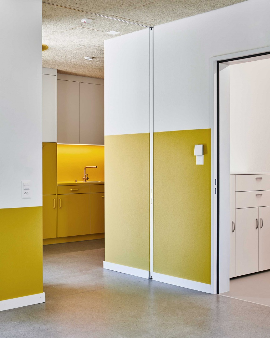 Wohnraum mit Küche © Roman Weyeneth