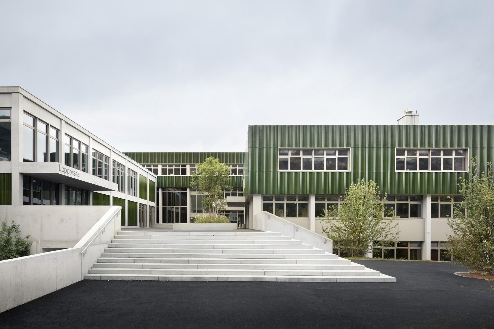 Zugang Schulhaus © Lucas Peter