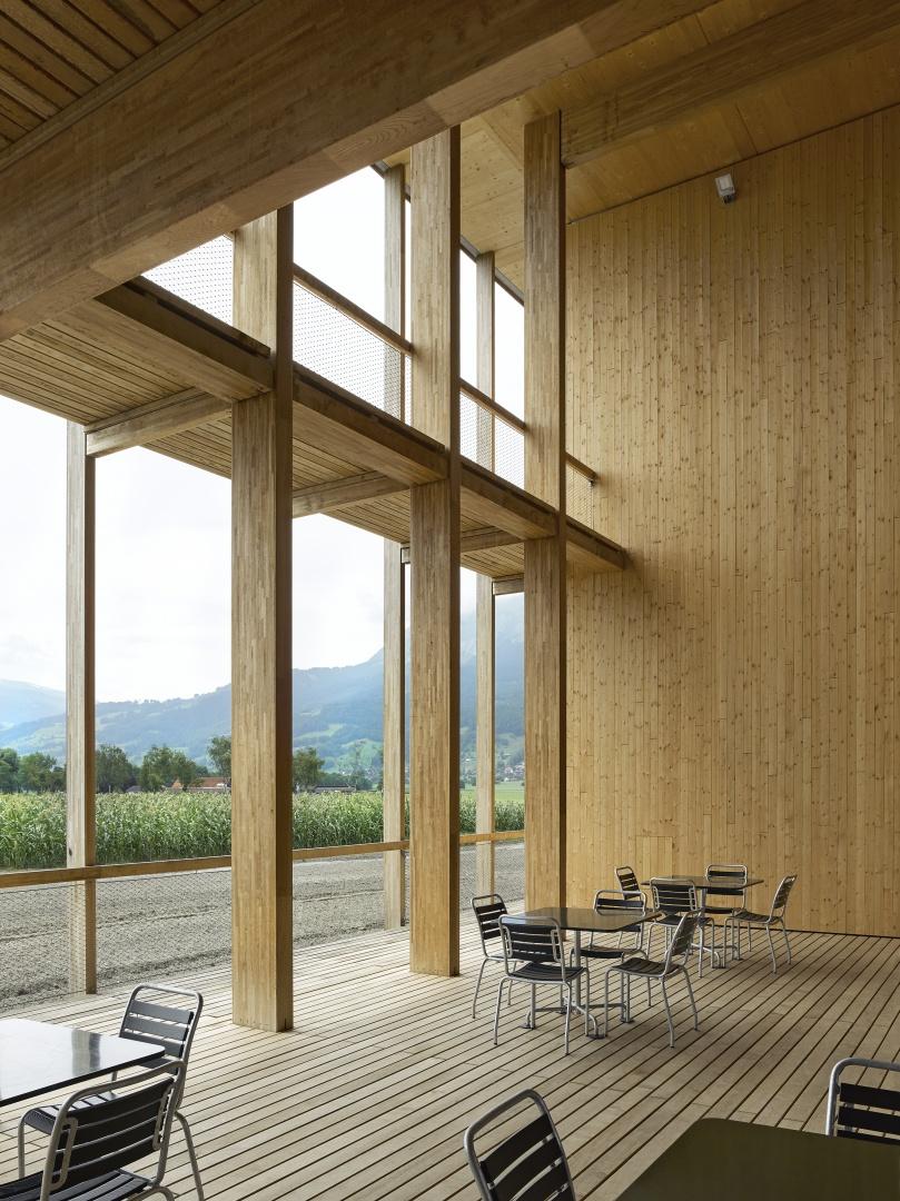 Gedeckte Aussenterrasse © Seraina Wirz, Atelier für Architekturfotografie, Böcklinstrasse 17 8032 Zürich