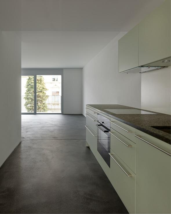 Die Grundrissänderung ermöglichen eine Durchsicht und Teilnahme am «Wohnstrassencharakter» und am «introvertierten» Hof © sim architekten gmbh