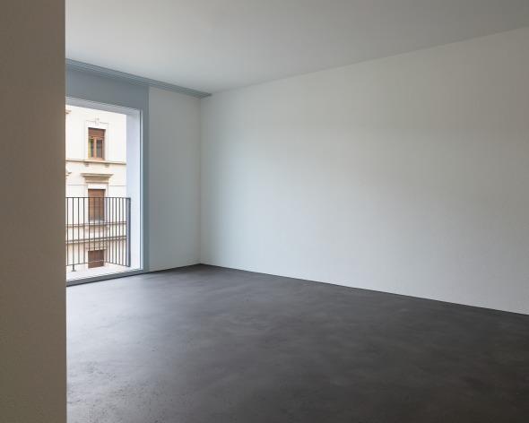 Wohnen mit Ausblick Zürcherstrasse - Raumprägendes Element ist der fugenlose Bodenbelag © sim architekten gmbh