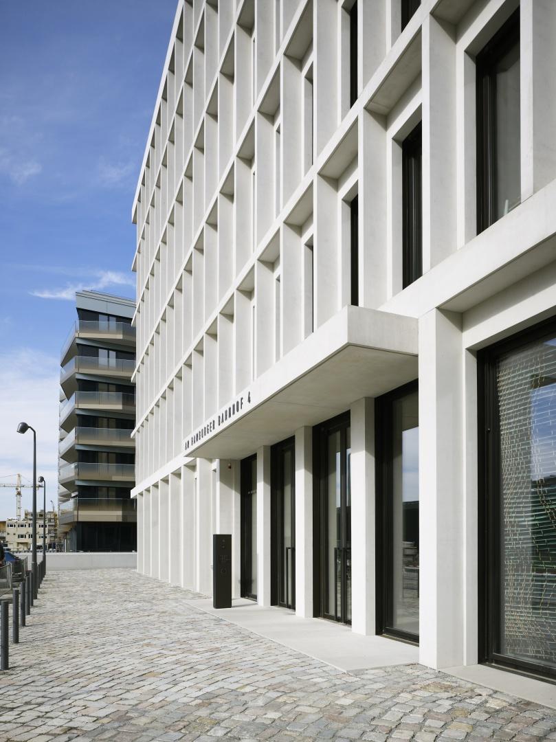 Bürogebäude am Hamburger Bahnhof, Berlin - Eingangssituation © Ruedi Walti Forografie, Basel