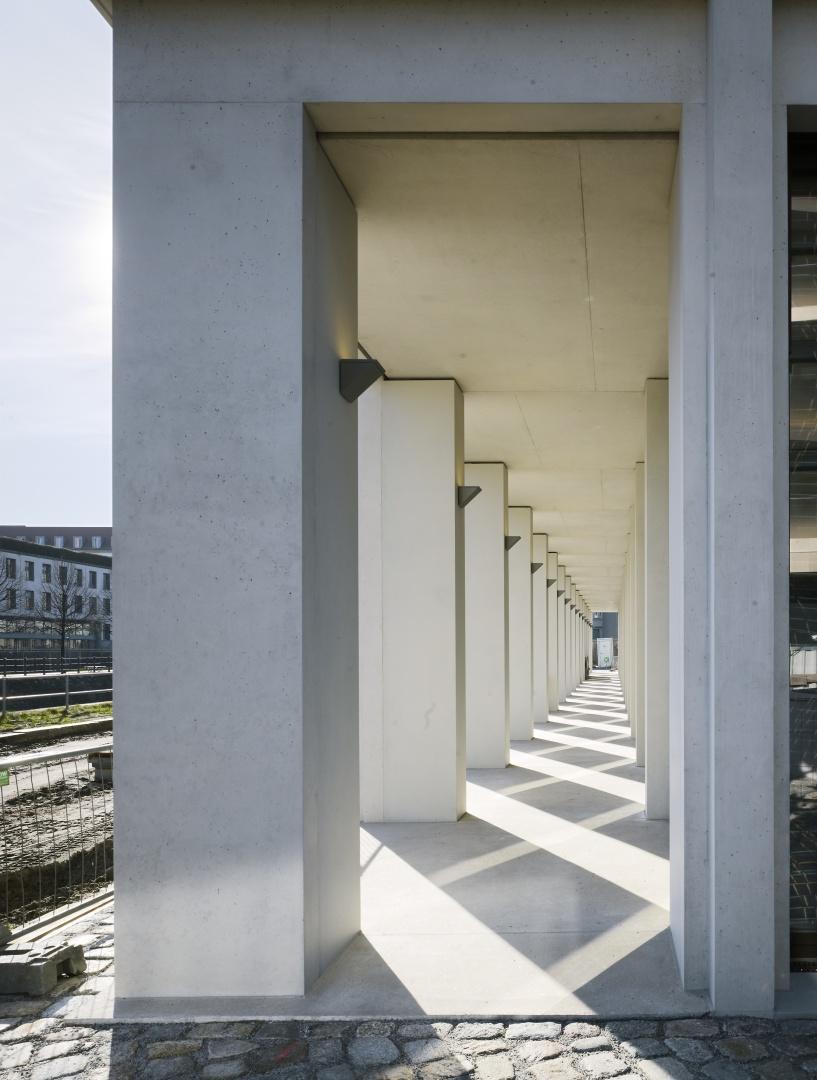Bürogebäude am Hamburger Bahnhof, Berlin - Arkade © Ruedi Walti Forografie, Basel