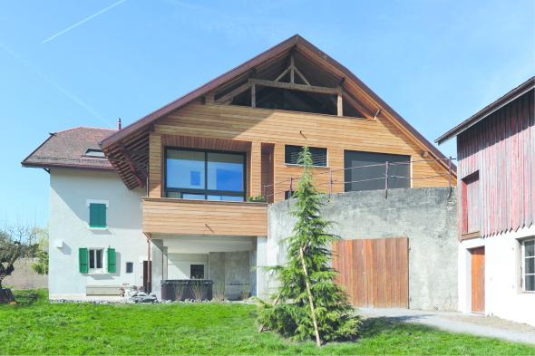 Fassadenansicht vom Feld aus gesehen © TBA architectes sàrl