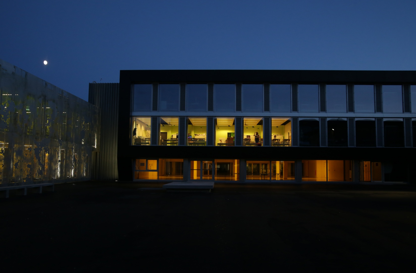 Façade B2 de nuit © Guenin Huni Architectes