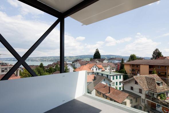 Balkonanlage mit Seeblick © Beat Bühler