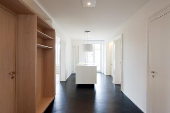 Eingangsbereich mit Blick auf Küche © Beat Bühler