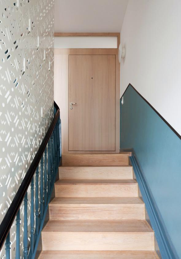 Treppenhaus mit original Farbgebung und neuen trittschallentkoppelten Stufen © Beat Bühler