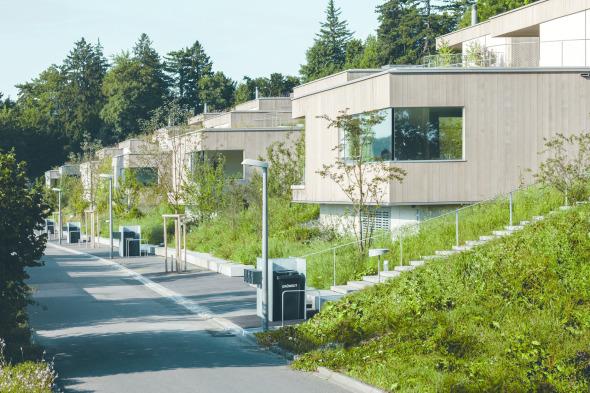 Die Terrassensiedlung tritt an der Landenbergstrasse als eingeschossige Baukörper in Erscheinung. © C. Luperto