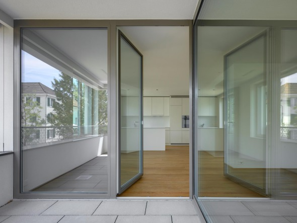 Blick von der Loggia in die Wohnung © Roger Frei, Zürich