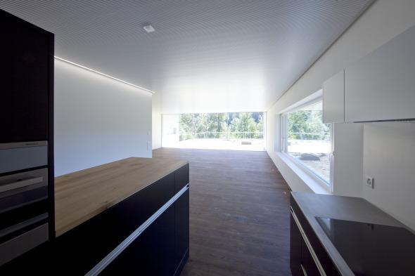 Blick von Küche auf Wohnraum und Terrasse Foto: Andreas Marbot