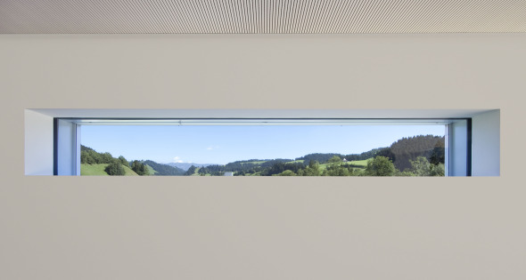 Fensterschlitz im Wohnraum Foto: Andreas Marbot
