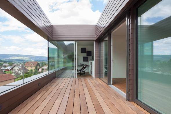 Terrasse I im OG, Blick zur Bibliothek © Börje Müller-Nolasco, Basel
