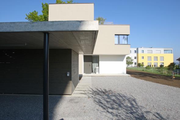 Accès via Carport © od-architektur