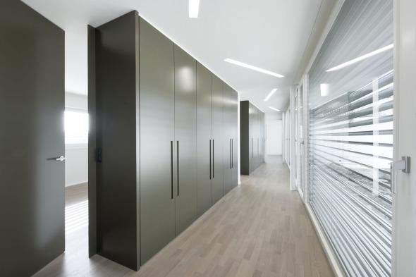 Korridorzone mit Einbauschränken © Andreas Marti & Partner Architekten AG