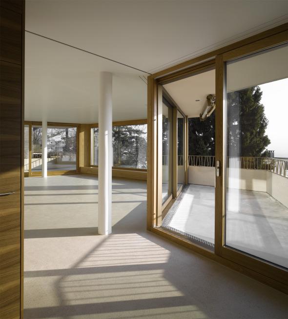 Blick Küche 1.OG auf Terrasse und Wohnzimmer © Foto: Roland Bernath