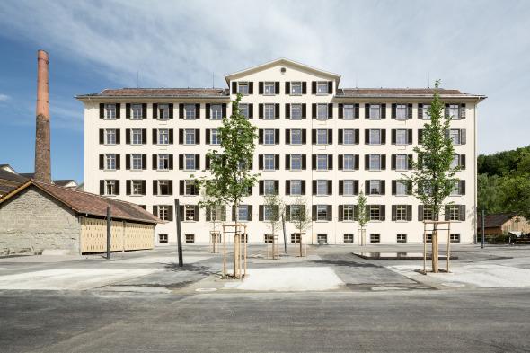 Westfassade mit neuem Platz © Beat Bühler, Zürich