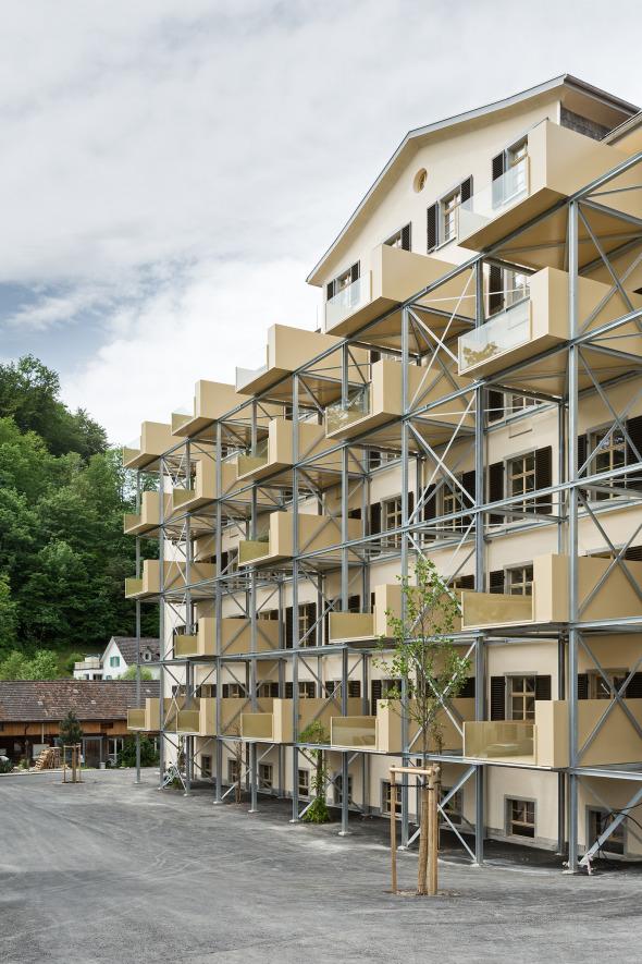 Ostfassade mit Balkonen © Beat Bühler, Zürich
