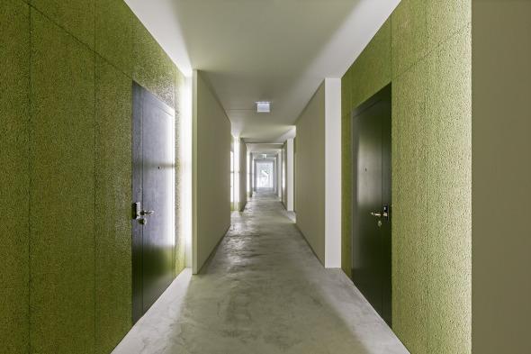 In der rythmisierten «rue intérieur» ist die Gebäudelänge noch immer wahrnehmbar © Beat Bühler, Zürich