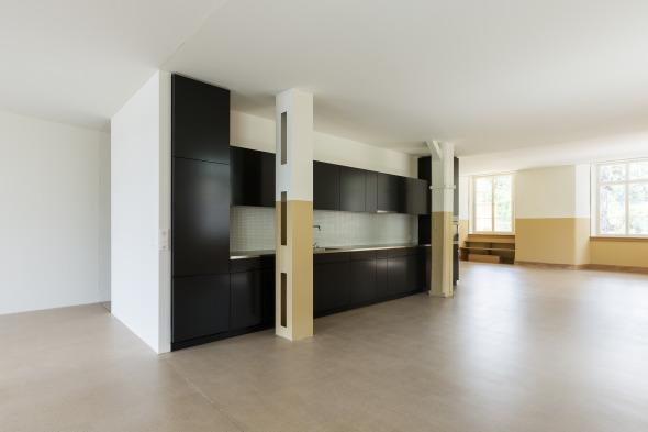 In der Gebäudemitte befindet sich der Kern mit Küche und Bad © Beat Bühler, Zürich
