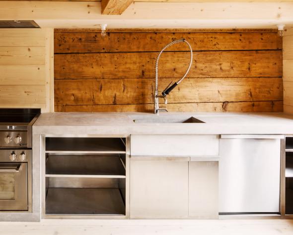 Küche mit Arbeitsfläche aus Sichtbeton  © Roman Keller