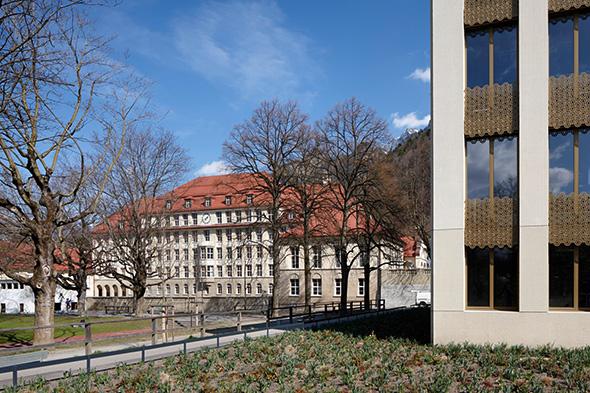 Westfassade mit Altbau © Ralf Feiner, Feiner Fotografie