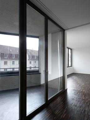 Fensterfront mit Loggia © Tonatiuh Ambrosetti