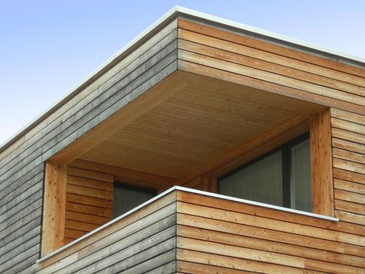 Gebäudeecke Süd mit Balkon im Obergeschoss  © Architekturbüro André Schär