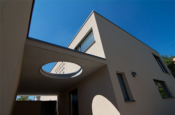 gedeckter Eingangsbereich © B & M Architekten