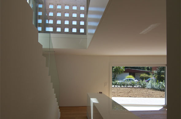 Accès étages, illumination atrium © B & M Architekten