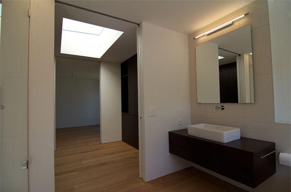 Salle de bain 1er étage, meubles de Wenge © B & M Architekten