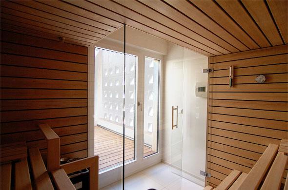 Sauna mit Blick in Atrium © B & M Architekten