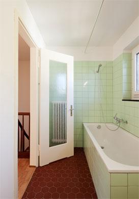 Das vergrösserte und sanierte Bad © Beat Bühler