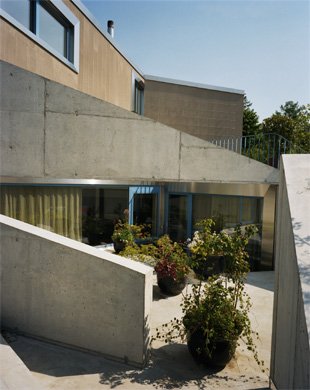 Aussenansicht Innenhof © LUKAS WASSMANN / SALLY MONTANA