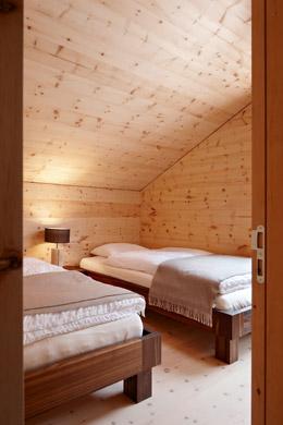 Schlafbereich aus beruhigendem und schlafförderndem Arvenholz